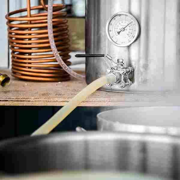 http://brewlab.be/wp-content/uploads/2017/05/hero_home_beer_02-story-03.jpg
